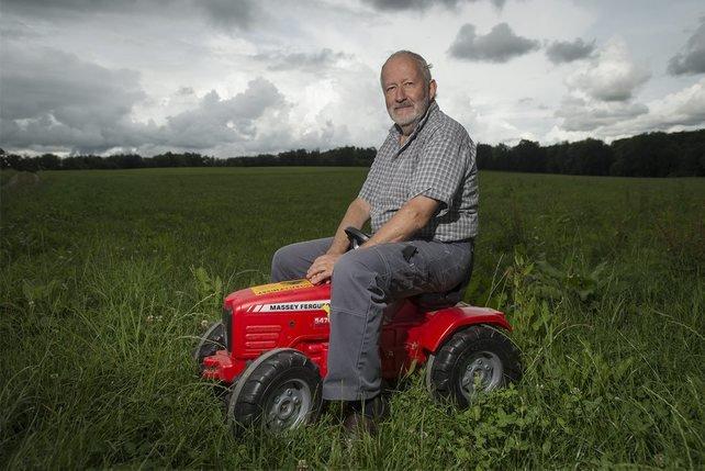 Remy Chatagny collectionne les tracteurs depuis les années 80, il est incollable sur les différents modèles et les variantes des moteurs. © Alain Wicht