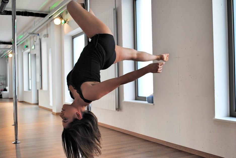 la pole dance gagne en l gitimit la libert. Black Bedroom Furniture Sets. Home Design Ideas
