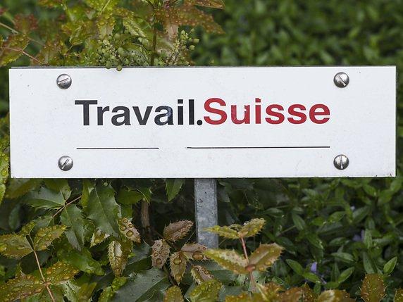 Malgr le franc fort travail suisse veut une hausse des for Emploi restauration suisse