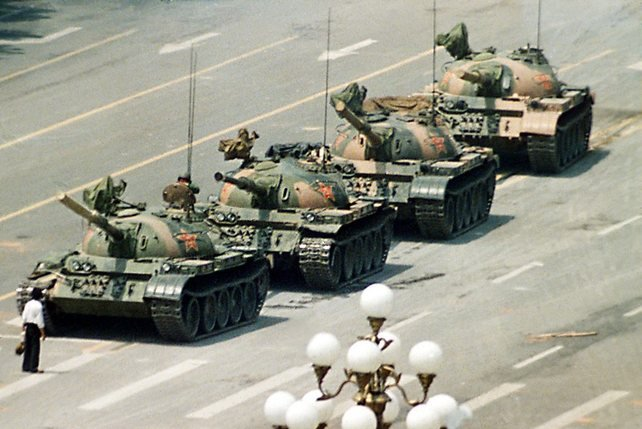 «Tank man» © Jeff Winder (1989)