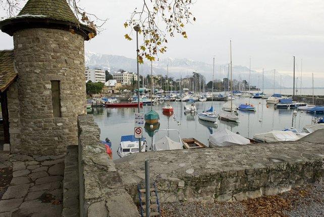 Si le port de La Tour-de-Peilz est accessible aux piétons, il n'en va pas de même sur un tronçon de deux kilomètres. © Keystone-A