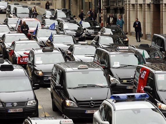 les taxis varsoviens protestent contre uber la libert. Black Bedroom Furniture Sets. Home Design Ideas