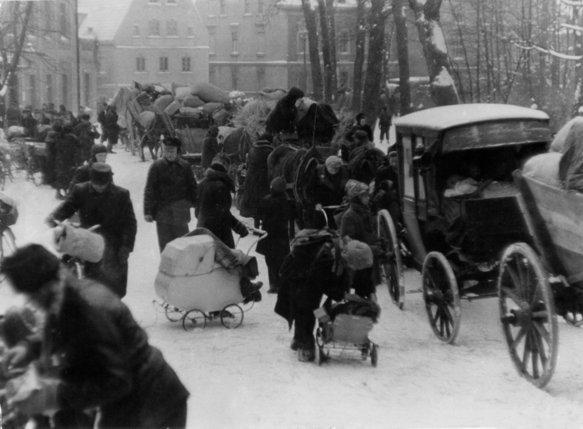 A l'issue de la Seconde Guerre mondiale, le redécoupage de l'Europe va jeter sur les routes plus de 15 millions de personnes. © RTS