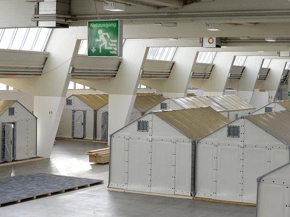 pas de r fugi s dans les cabanes ikea inflammables trop facilement la libert. Black Bedroom Furniture Sets. Home Design Ideas