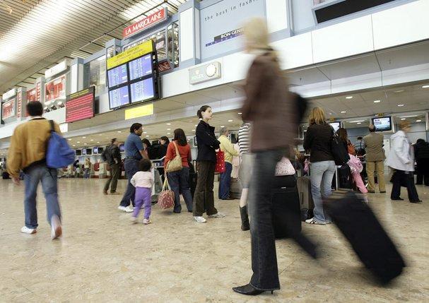 Une ONG conteste les prévisions et la hausse de passagers prévue à l'aéroport de Genève. © Keystone-a