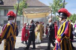 Processions de la Fête-Dieu à Fribourg et Estavayer-le-Lac
