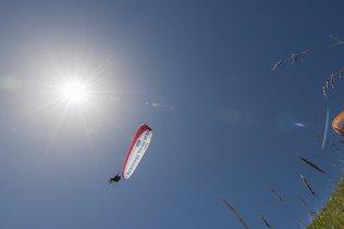 Un parapentiste fribourgeois décède à Rougemont