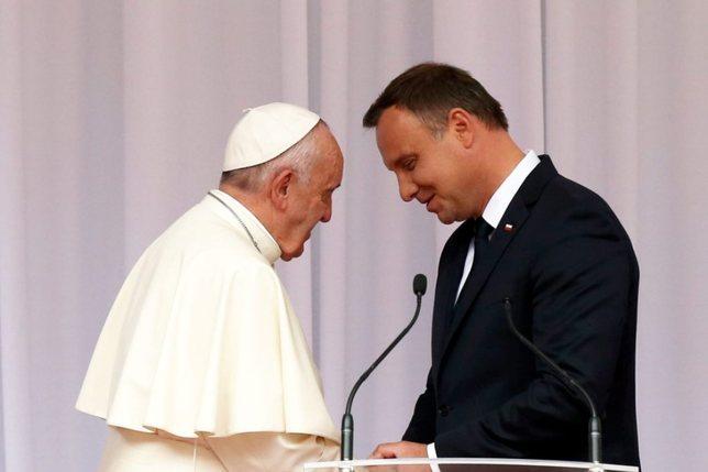 """Le pape demande d'accueillir """"ceux qui fuient la guerre et la faim"""""""