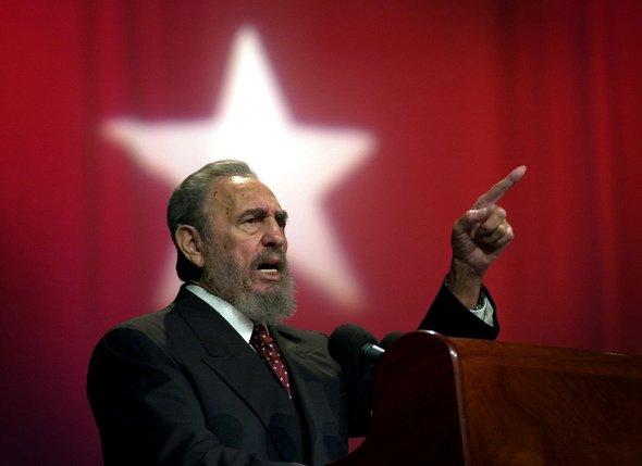 Un cigare de 90 mètres pour ses 90 ans — Fidel Castro