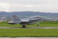 Bruit de détonation: deux F/A-18 franchissent le mur du son
