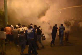 Des dizaines de blessés dans une nuit de violences à Erevan