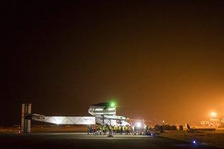 Solar Impulse 2 a bouclé son tour du monde à Abou Dhabi