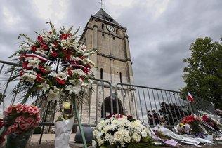 Prêtre égorgé à Rouen: piste privilégiée pour le second assaillant