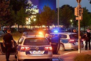 Evacuation d'un centre commercial à Brême: un suspect arrêté