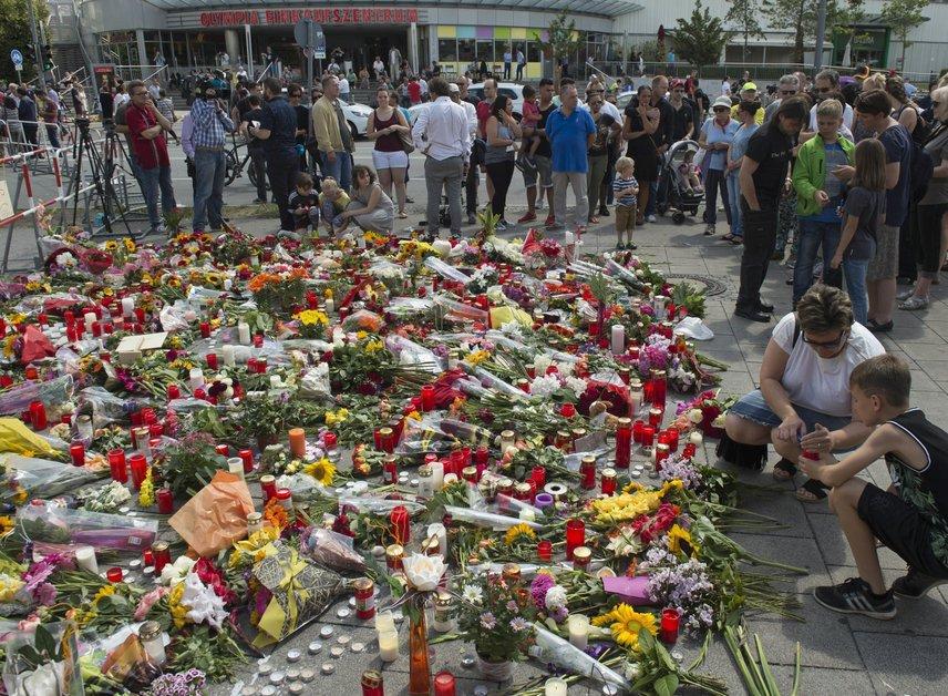 Des centaines de personnes pleurent les victimes à Munich
