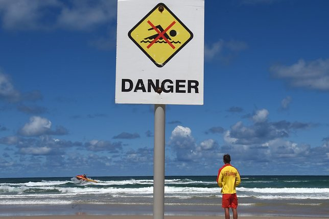 Un jeune surfeur blessé par un requin sur la côte est australienne