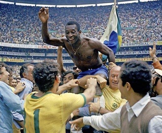 Carlos Alberto. Le monde du football rend hommage au Brésilien