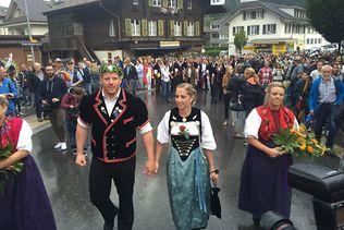 Meiringen (BE) fête le nouveau roi de la lutte