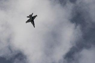 L'armée sans nouvelles du pilote du F/A-18 qui s'est abîmé lundi