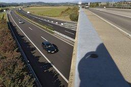 Un automobiliste ivre roule à contresens sur l'autoroute