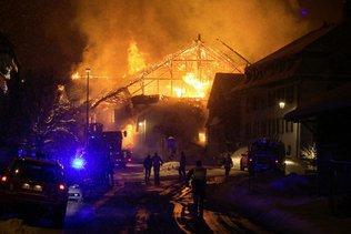 Le coeur du village de Villars-sous-Mont en feu