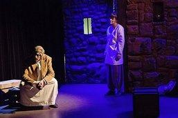 Le théâtre accuse la lapidation