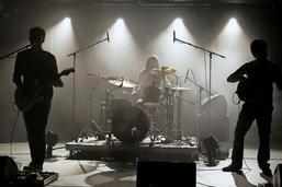 Le trio rock Jeer vernit son deuxième album