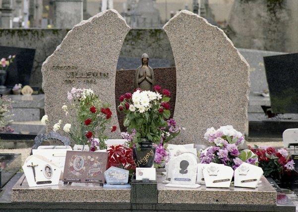 Tombe du petit Grégory Villemin à Lépanges-sur-Vologne (ici en 1987): une affaire qui a traumatisé toute une région et interpellé un pays.  © Keystone