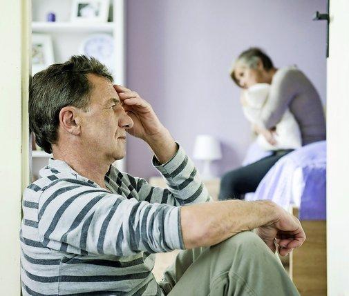 Lorsqu'il y a de l'orage au sein du couple, la femme n'est pas la seule à en souffrir, estiment les organisations paternelles.  © Fotolia