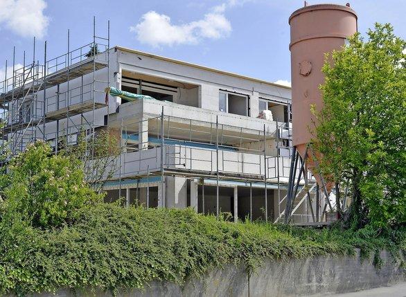 Une maison en transformation dans le quartier de Cormanon, à Villars-sur-Glâne.  © Vincent Murith