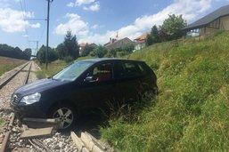 Une voiture vide s'immobilise sur les rails à Vaulruz