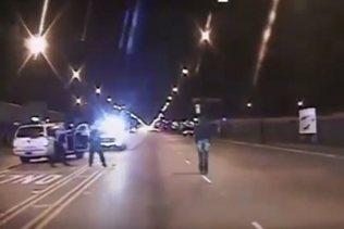 Trois policiers de Chicago inculpés après une bavure retentissante