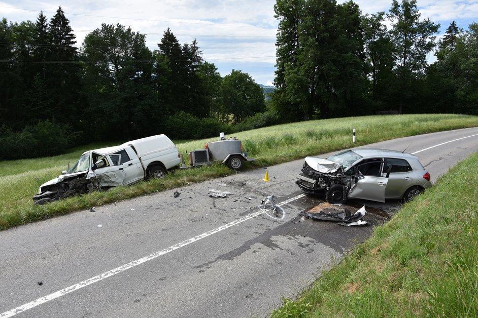 Quatre blessés dans un choc frontal à Villarbeney