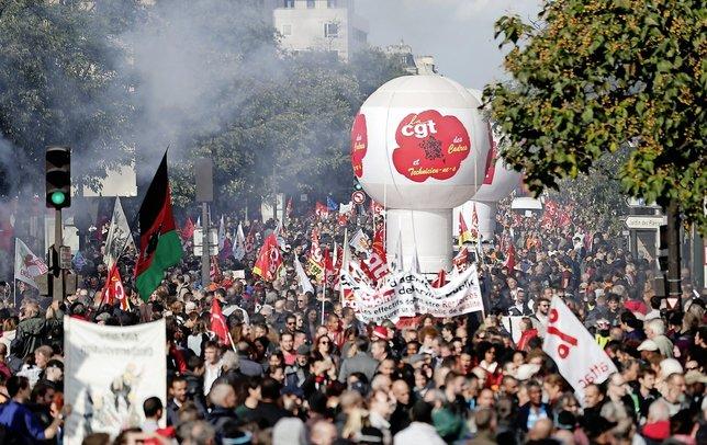 Le syndicat CGT a fait état de 400000 manifestants dans tout le pays (ici à Paris), le Ministère de l'intérieur de 223000.   © Keystone