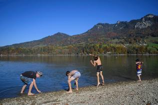 L'été indien brille sur le lac de la Gruyère
