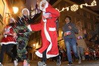 Des coureurs déguisés en père Noël ont sillonné Lausanne