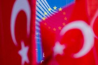 Le budget 2018 en hausse, coupe dans les financements à la Turquie
