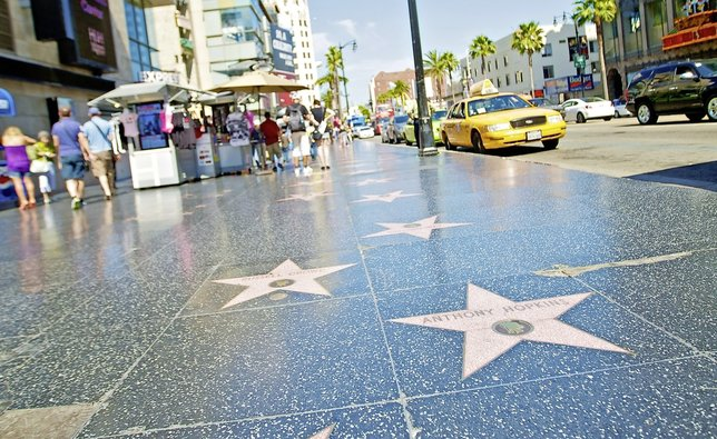 Los Angeles et son Walk of Fame, trottoir étoilé par tant de légendes du monde du spectacle.  © DR