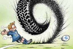 Granulés de vieux pneus dans les terrains de foot synthétiques