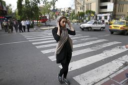Près de 30 Iraniennes arrêtées pour avoir ôté le voile en public