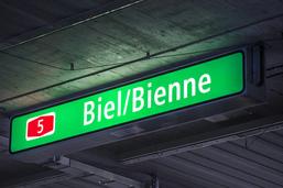 Signalisation bilingue sur le contournement autoroutier de Bienne