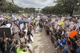Manifestation en Floride une semaine après la tuerie de Parkland
