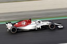 Vettel avec le meilleur temps, Leclerc avec un tête-à-queue
