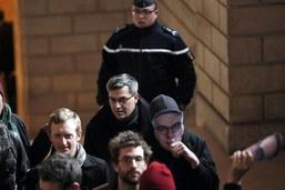 """Sabotages: le procès du """"groupe de Tarnac"""" s'ouvre à Paris"""