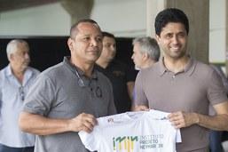 """Brésil: le père de Neymar assure que son fils """"a un avenir"""" au PSG"""