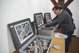 Quatre mallettes pour toucher du doigt l'archéologie fribourgeoise