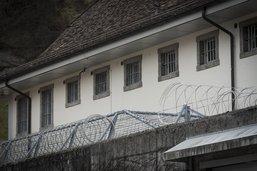 La Prison centrale s'entoure de fil barbelé