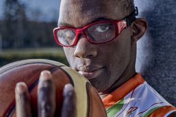 Des athlètes handicapés sous l'oeil de trois photographes