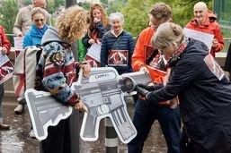 Remise d'une pétition contre l'exportation facilitée d'armes