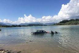 Un pick-up coule dans le lac de Gruyère